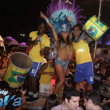 בובות ענק ברזילאיות