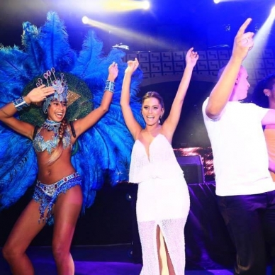 בחתונה עם רקדנית ברזילאית