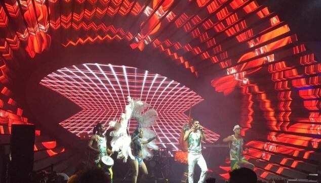 הלהקה הברזילאית בהופעה