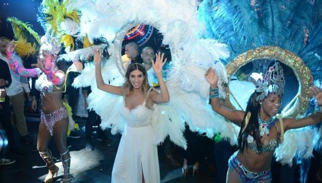 כלה עם רקדניות ברזילאיות