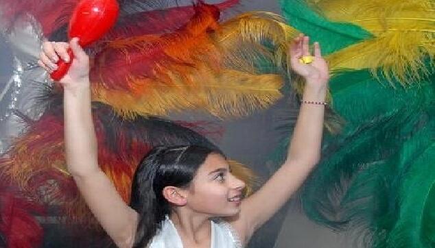 כלת בת מצווה עם רקדניות ברזילאיות