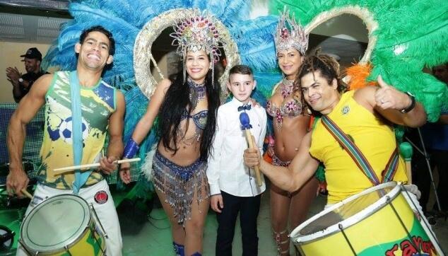 כניסה לבר מצווה עם רקדניות ברזילאיות