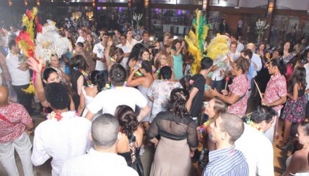 להקה ברזילאית בחתונת קרנבל