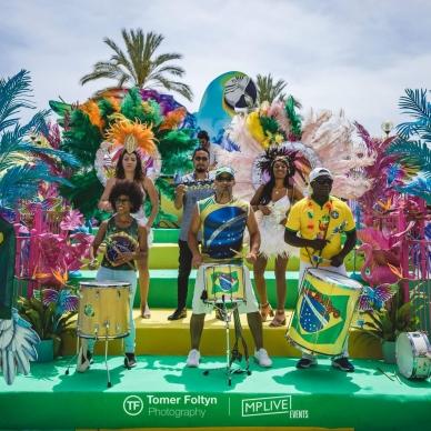 להקה ברזילאית ורקדניות