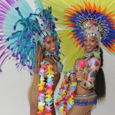 מופעים לאירועים עם רקדניות בתלבושות מיוחדות