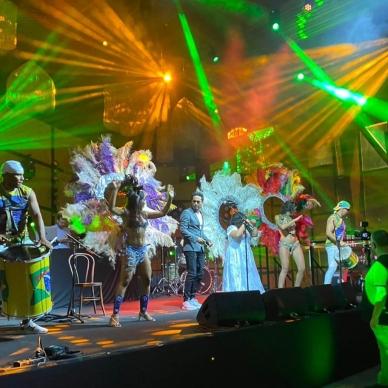 מופע של להקה ברזילאית