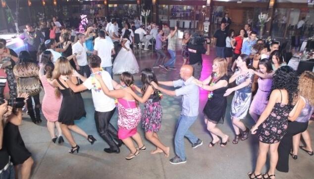 רוקדים ואז רוקדים ואז רוקדים