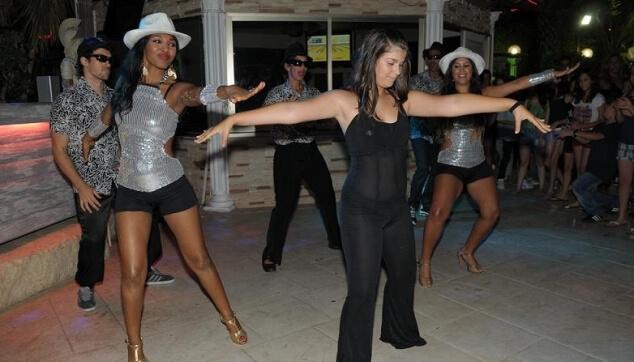 ריקוד בת מצווה עם הרקדניות הברזילאיות