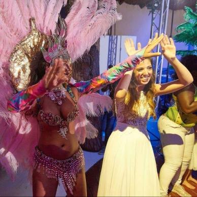 רקדניות בחתונה בקצב ברזילאי