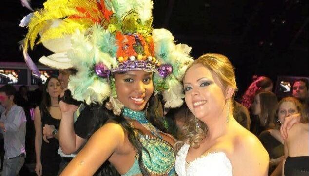 רקדניות ברזילאיות בחתונה