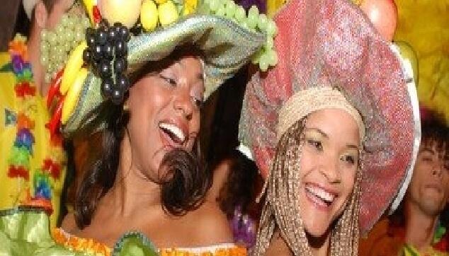 רקדניות ברזילאיות בתלבושות כרמן מירנדה