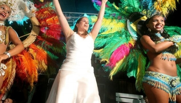 רקדניות ברזילאיות והכלה בריקוד