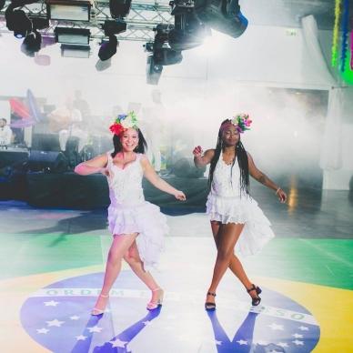 רקדניות ברזילאיות למופע בפעולה