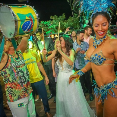 רקדניות לחתונה בקצב ברזילאי