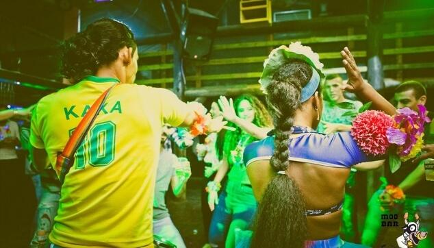רקדנים ברזילאים בהופעה
