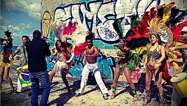 רקדנים ברזילאים בפרסומת לערוץ 24