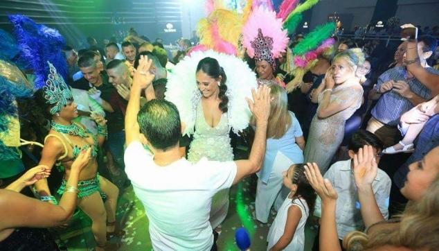 רקדנים ברזילאים לחתונה