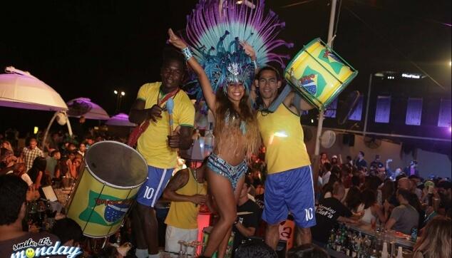 רקדנים ברזילאים למסיבה