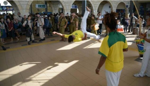 רקדנים ברזילאים מתוך פרויקט של רכבת ישראל