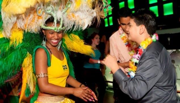 רקדנית ברזילאית בבת מצווה