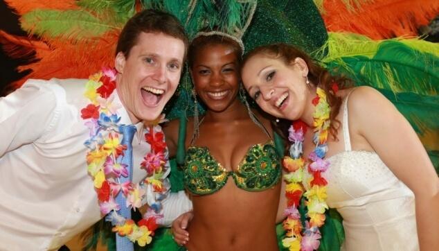 רקדנית ברזילאית בחתונה