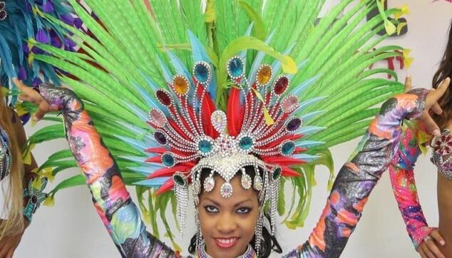 רקדנית ברזילאית בצילומי פרסומת