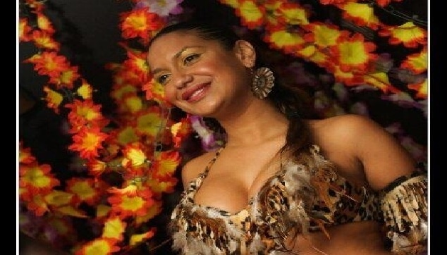 רקדנית ברזילאית בתלבושת אפריקאית