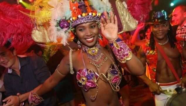 רקדנית ברזילאית לאירועים