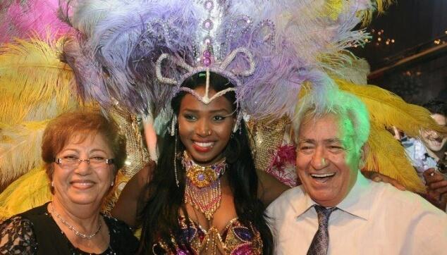 רקדנית ברזילאית לאירוע