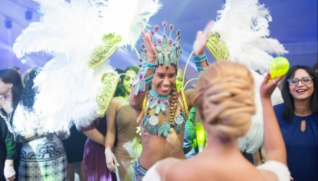 רקדנית ברזילאית לחתונות