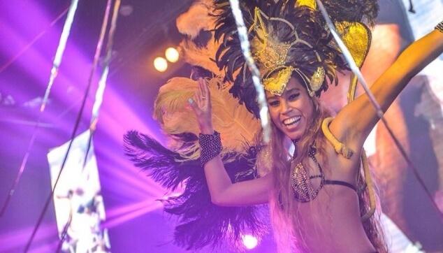 רקדנית ברזילאית למועדון