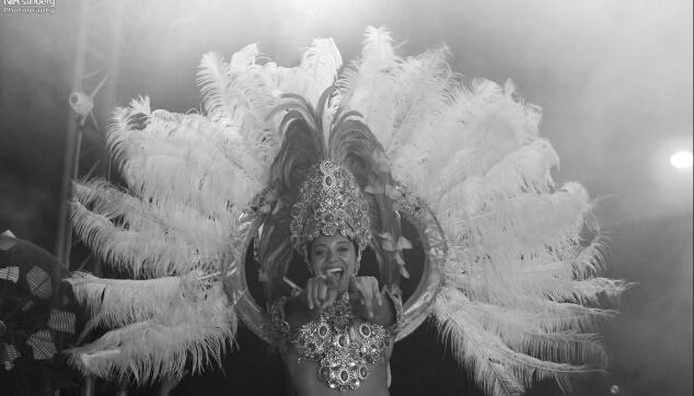 רקדנית ברזילאית למסיבה