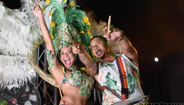 רקדנית ברזילאית למסיבות