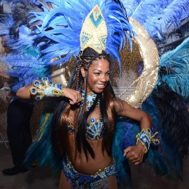 רקדנית ברזילאית ססגונית