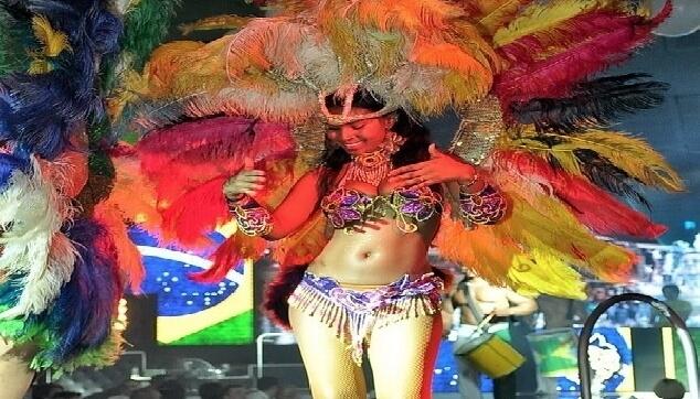 רקדנית ברזילית למסיבה