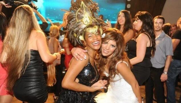 רק בשמחות עם רקדנית ברזילאית