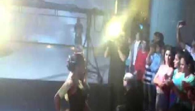 כניסה מקורית לבת מצווה עם רקדניות ברזילאיות