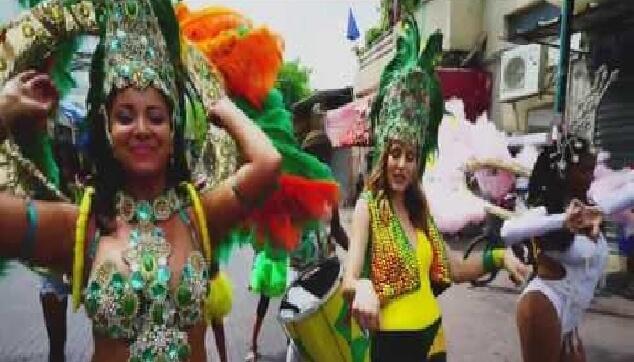 קרנבל ברזילאי עם בובות ברזילאיות