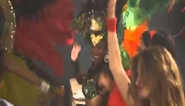 רקדניות ברזילאיות בפרסומת לסלטי שמיר